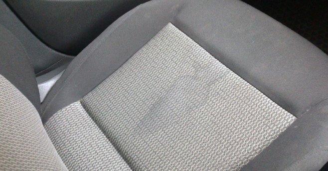 Как убрать грязные пятна с тканевых сидений автомобиля?