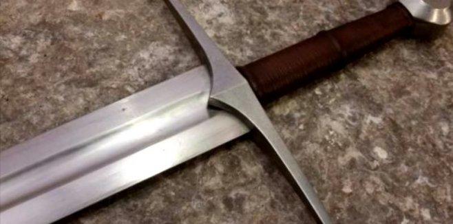 Для чего нужна канавка на лезвиях ножей и мечей