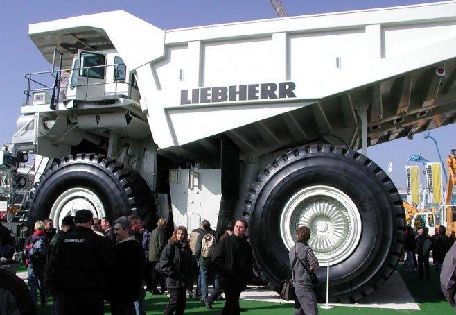 Самый мощный и большой в мире самосвал - Liebherr T282B