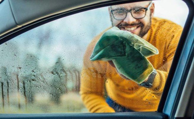 Дешевый и простой способ избавиться от запотевших окон в машине на долго