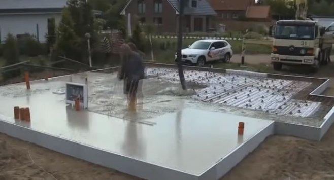 Как в Европе заливают фундамент и строят модульные дома в США