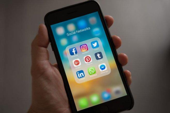 Как побороть зависимость от смартфона и к чему она приводит