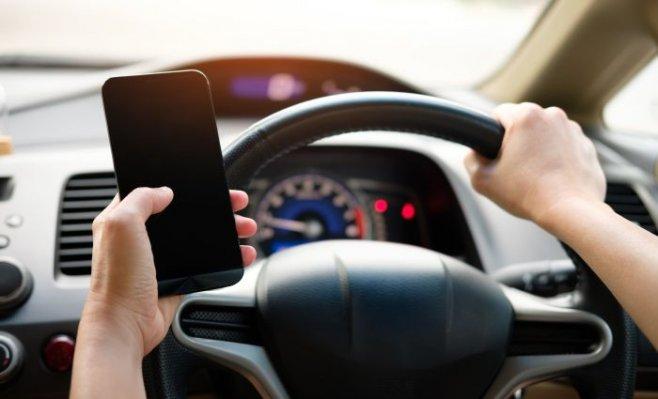 Селфи и соцсети за рулем авто убивают людей