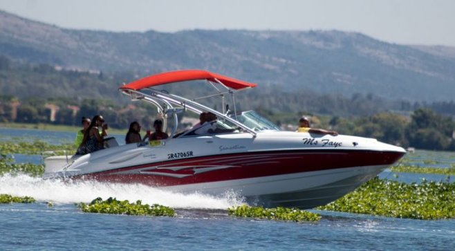 Почему руль на лодках и катерах установлен справа?