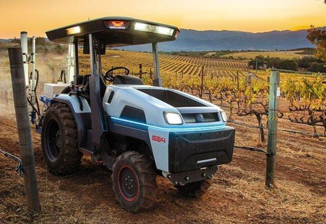Первый полностью электрический трактор управляемый с телефона уже в работе