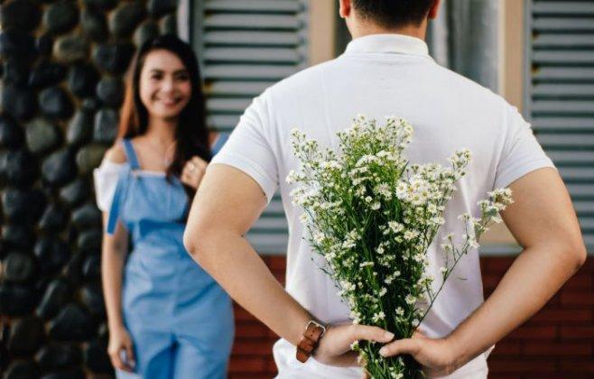 Женские синалы - научись различать обычную вежливость и заинтересованность в отношениях
