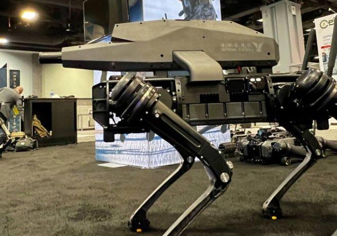 Американские собаки-роботы теперь носят снайперские винтовки на спине